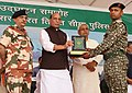 The Union Home Minister, Shri Rajnath Singh presenting a memento to an ITBP personnel, during the inauguration of the several projects, at the ITBP 6th Battalion, at Chhapra, in Bihar.JPG