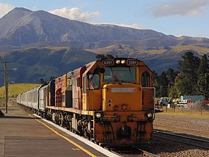 TranzAlpine - The eastbound TranzAlpine, arriving in Springfield.