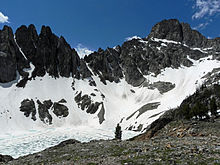 A frozen and unnamed glacial lake in the cirque northeast of Thompson Peak