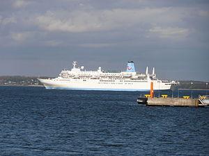 Thomson Spirit leaving Tallinn 18 May 2012.JPG