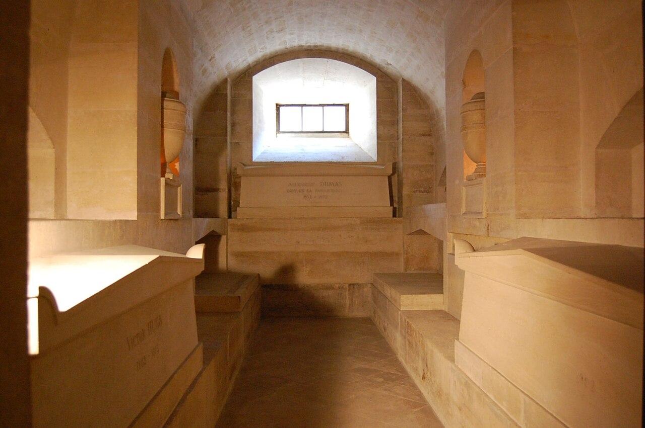 آرامگاه الکساندر دوما در پانتئون در پاریس