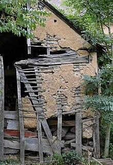 Vallée du Rhône  dans Ardèche 220px-Torchis_Vestige_d%27une_grange_picarde_%C3%A0_Catheux