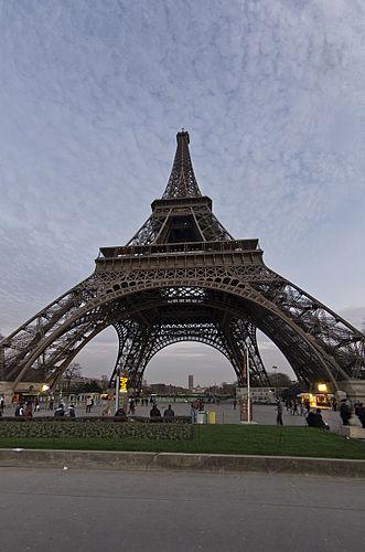 Tour Eiffel - Below.jpg
