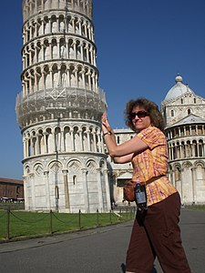 when was the leaning tower of pisa erected