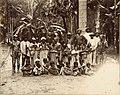 Tropenmuseum Royal Tropical Institute Objectnumber 60012332 Portret van een groep feestelijk uitg.jpg