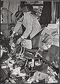 Twee opnamen van door de watersnood 1953 getroffen plaatsen toen en een jaar la, Bestanddeelnr 059-1293.jpg