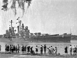 USS Houston (CL-81) Buffalo Bayou c1945.jpg