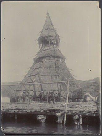 Jayapura - Documentation of the Siboga Expedition showing the community house of Tobati village natives of the Metu-Debi Island, current southern Jayapura.