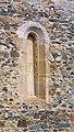 Větší románské okénko, Dolany.jpg
