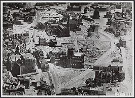 Politiefoto uit 1945: op de voorgrond het vooral in februari '44 gebombardeerde centrumdeel; de meeste gebouwen op de achtergrond zijn pas later verwoest tijdens Operatie Market Garden (september 1944).[1]