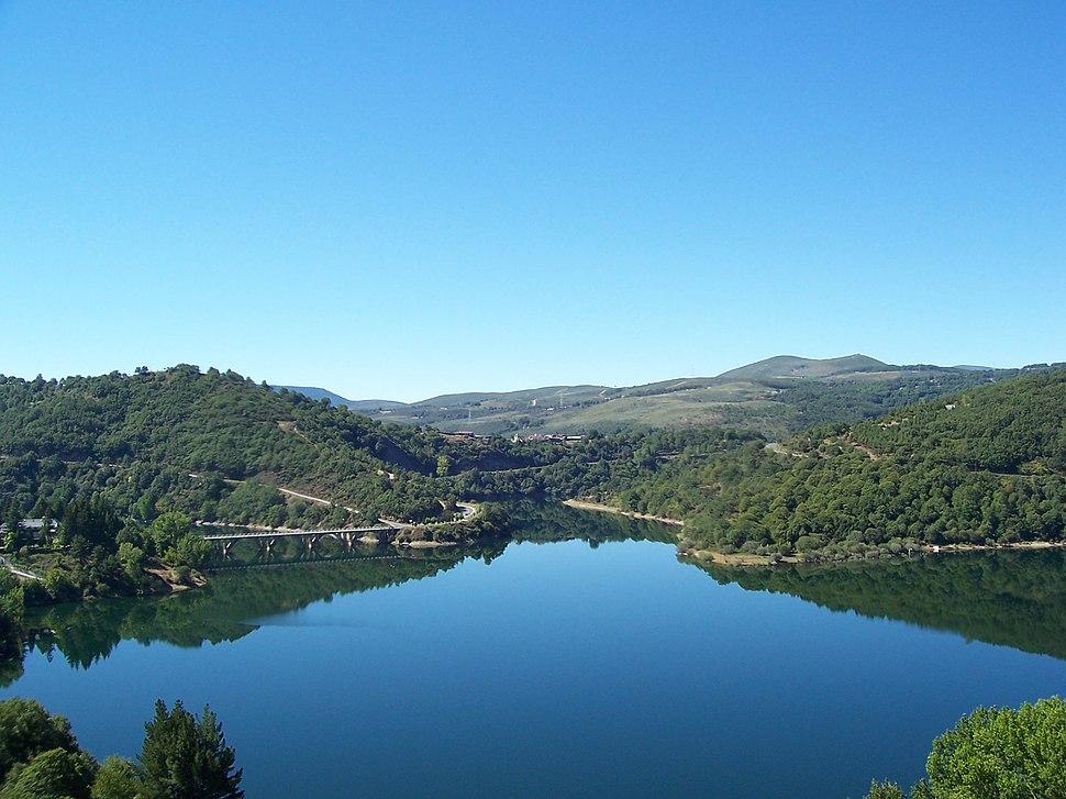 Viana do Bolo - embalse (desde o parque do castelo)