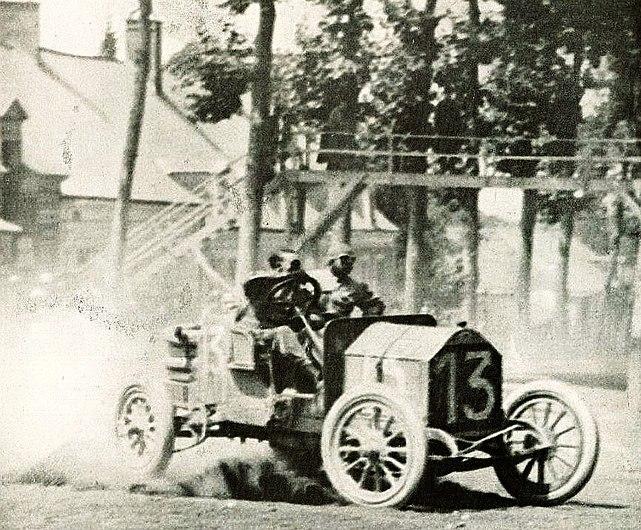 Victor Hémery vainqueur du Grand Prix de l'ACO (des vieux tacots) en 1911.jpg