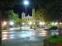 Vista Noturna da Praça Governador Portela, Bom Jesus do Itabapoana RJ.JPG