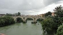 La ricostruzione postbellica del ponte antico sul Volturno a Capua.