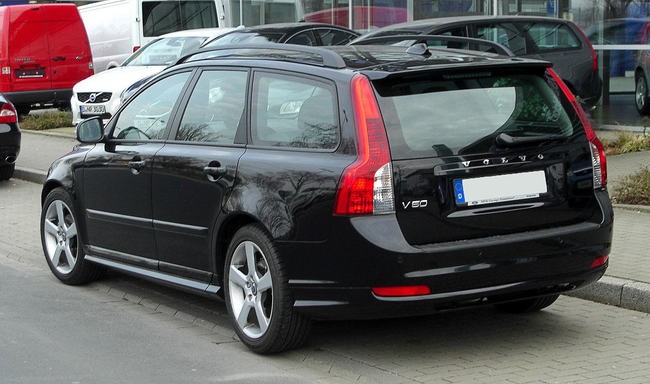 File:Volvo V50 R-Design (Facelift) – Heckansicht, 12. März 2011, Düsseldorf.jpg - Wikimedia Commons