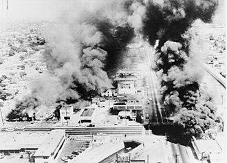 Watts riots - Image: Wattsriots burningbuildings loc
