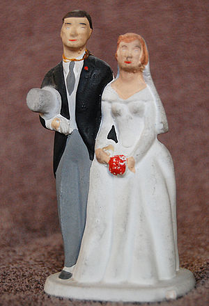 Wedding cake topper - A traditional English topper in ceramic, from 1959