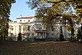 Widok pałacu od strony parku.JPG