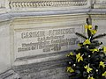 Wien-Simmering - Zentralfriedhof - Inschrift am Grab von Casimir Reisinger - Obmann der Kinderbewahranstalt.jpg
