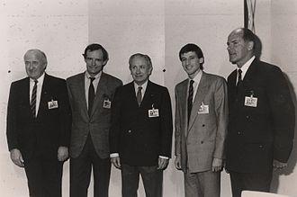 Juan Antonio Samaranch - Samaranch (third from the left) at the World Economic Forum Annual Meeting in 1987