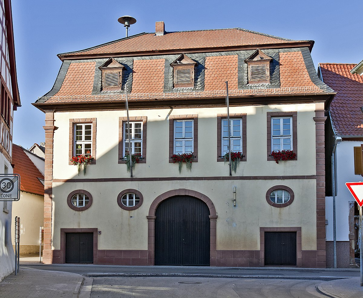 File:Worms-Abenheim Rathaus 20101012.jpg - Wikimedia Commons