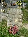 Zabytkowe groby na cmentarzu w Jazgarzewie k. Piaseczna (26).jpg