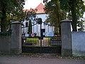 Zbraslav, kostel svatého Havla, hřbitovní brána.jpg