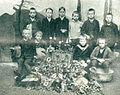 Šolska mladina nabira kovine za vojne namene v Kamniku.jpg