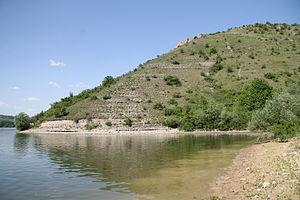 Podilski Tovtry National Nature Park - Image: Спускающаяся в Днестр товтра