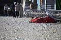 خستگی مردم (زائرین) در پیاده روی اربعین- مرز مهران- ایران 02.jpg