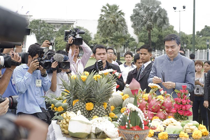 File:คณะรัฐบาลจะทำบุญ 5 ศาสนาเพื่อความเป็นสิริมงคลแก่ประเทศ - Flickr - Abhisit Vejjajiva (7).jpg