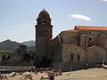 034 Platja de Sant Vicenç i església dels Àngels, al fons el Castell.jpg