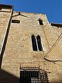 060 Palau episcopal de Tortosa, façana c. Cruera, finestres geminades.JPG
