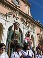 064 Les gegantes davant l'església de Sant Antoni (Vilanova i la Geltrú), pl. de les Neus.jpg