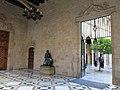083 Generalitat, galeria gòtica, al fons el pati dels Tarongers.JPG