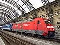 101 140-2 im Dresdner Hauptbahnhof.jpg