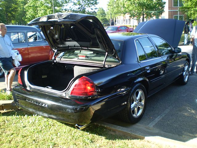 https://upload.wikimedia.org/wikipedia/commons/thumb/d/d3/2003_mercury_marauder_%28reverse%29.jpg/640px-2003_mercury_marauder_%28reverse%29.jpg
