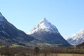 Egge, Sogn og Fjordane - The village is located at the right base of the mountain Eggenipa