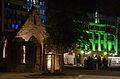 2014-05-05 Nikolaikapelle und Grabmäler nach dem Umbau Alter St. Nikolai Friedhof Hannover, im Hintergrund der illuminierte Tiedthof an der Goseriede.jpg