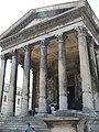 2167.Nimes-Maison Caree-Römischer Podiumstempel-Der Tempel war ursprünglich Kaiser Augustus, dann den Enkeln Gajus und schließlich Lucius Cäsar geweiht..JPG