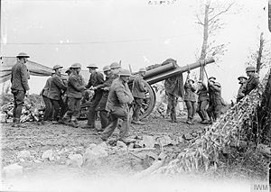West Riding Heavy Battery, Royal Garrison Artillery - Moving a 60-pounder gun out of its emplacement, 1917.