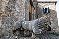 Abbazia SantissimaTrinità Venosa-leoni ingresso.jpg