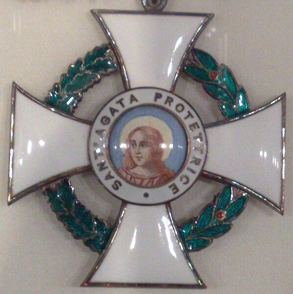 File:Agatha-Orden Kreuz.jpg