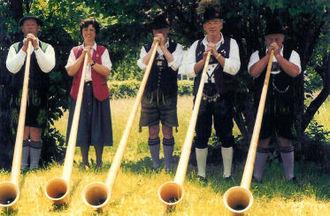Alphorn - D'Dieß'ner alphorn players.