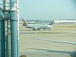 Asiana Airlines Boeing 777-200ER at ICN.JPG