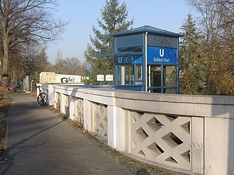 Dahlem-Dorf (Berlin U-Bahn) - Exit with lift to Fabeckstrasse
