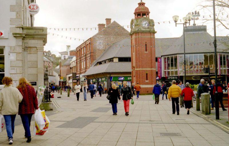 File:Bangor High Street & Clock.jpg