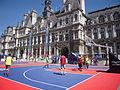 Basket à l'hôtel de ville, Paris août 2015.jpg