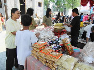 Lebaran - Lebaran bazaar in Semarang offering food and clothes for lebaran holiday.