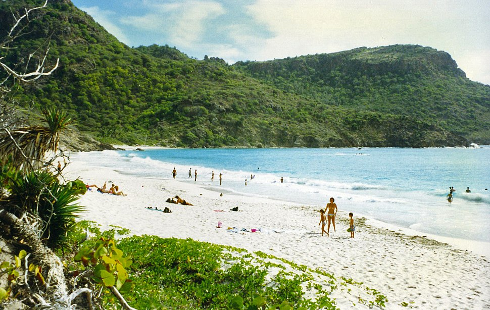 Beach at the Anse de Grande Saline on St. Barthelemy, French West Indies - panoramio